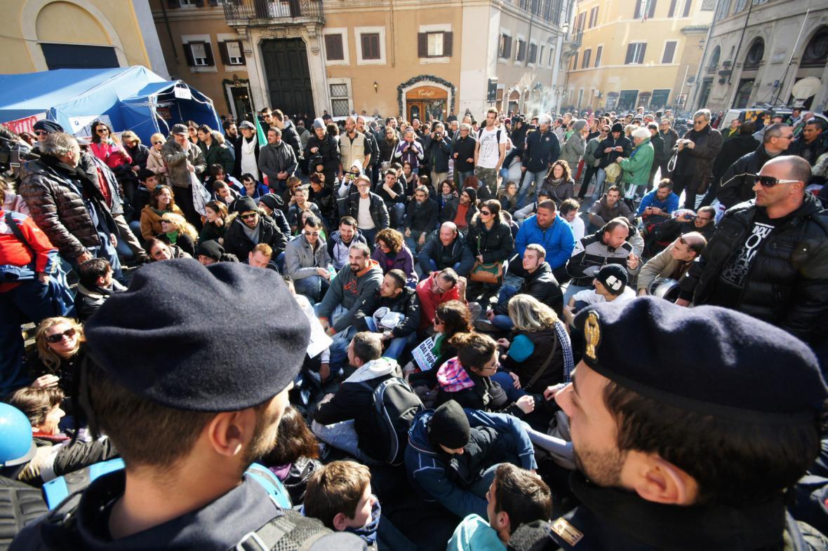 Nespokojení Italové vyrazili do ulic