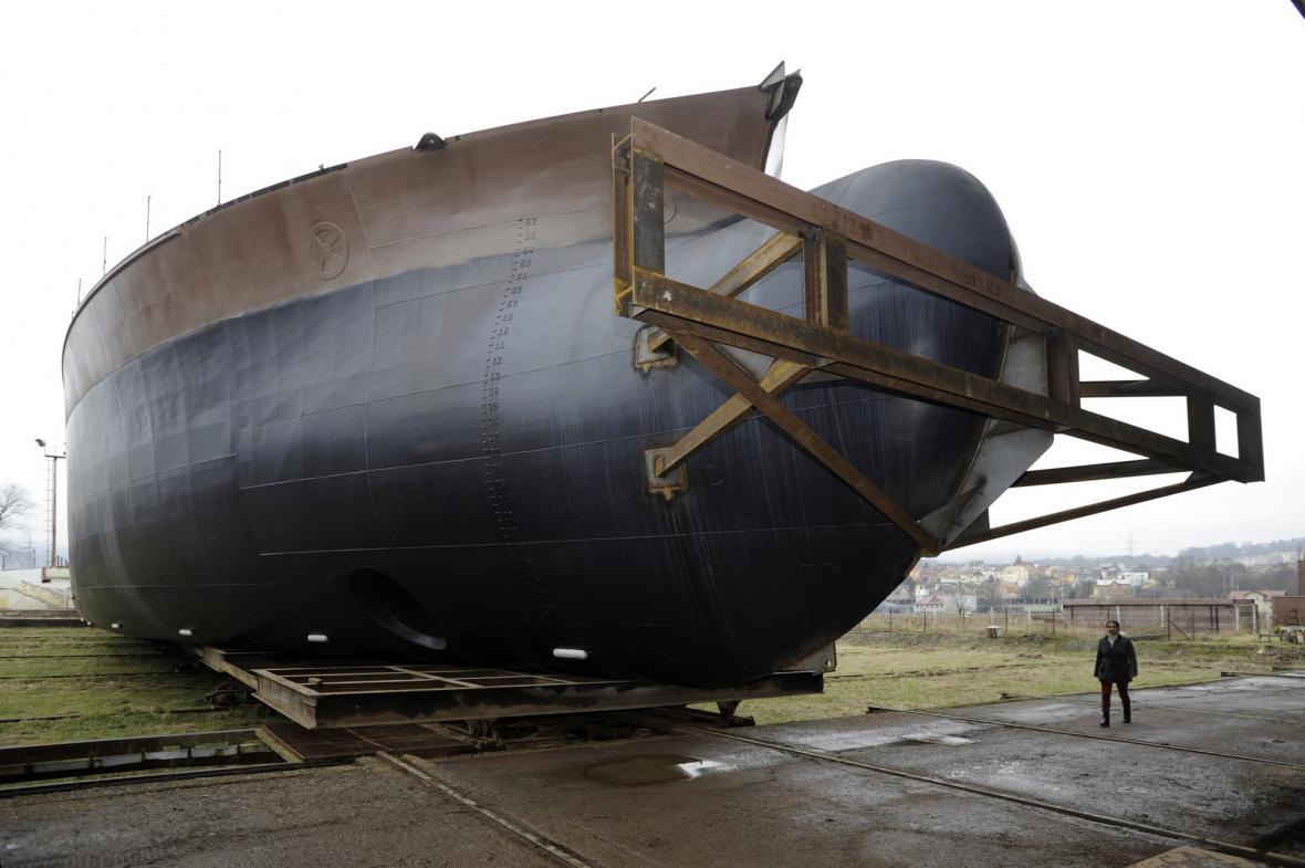 Příď největší lodi vyrobené v Česku