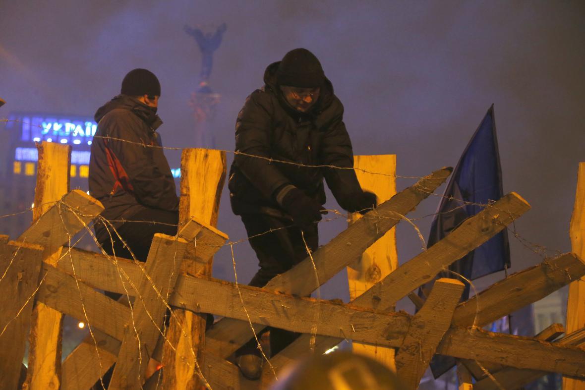 Proevropští aktivisté obnovují barikády na kyjevském náměstí Nezávislosti