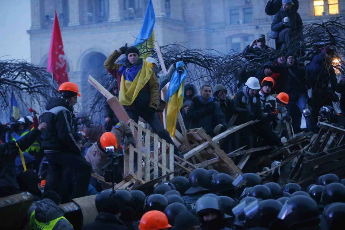 Zásah těžkooděnců v centru Kyjeva