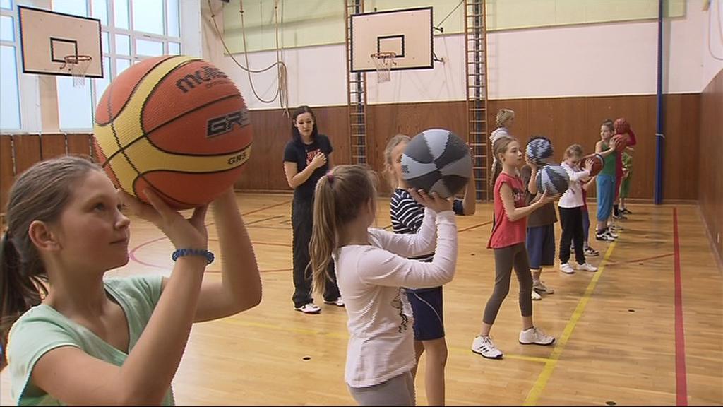 Haně Horákové pomáhá při trénincích Michaela Vojtková