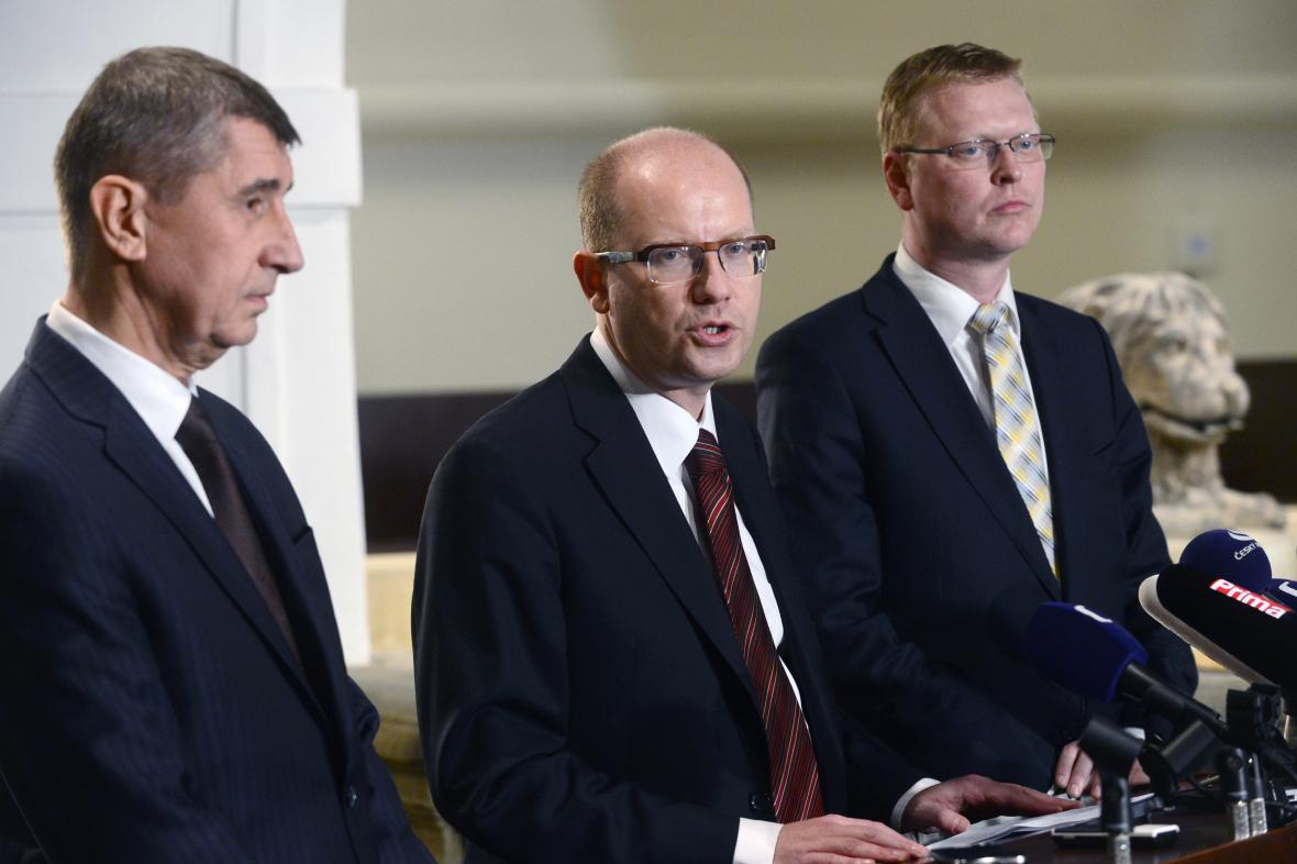 Andrej Babiš, Bohuslav Sobotka a Pavel Bělobrádek po společném vyjednávání o koaliční smlouvě