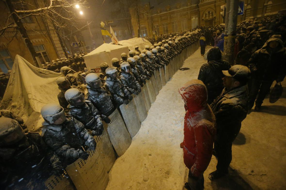 Policie blokuje proevropské demonstranty v centru Kyjeva