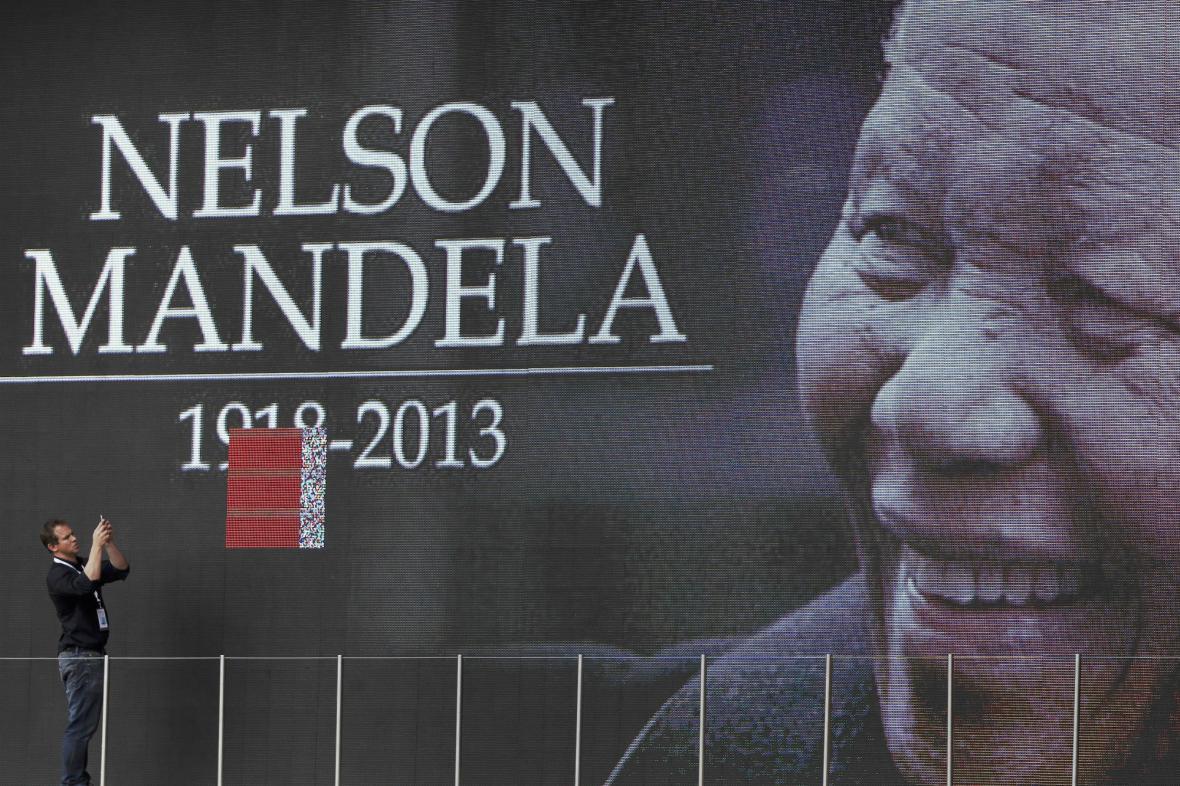 Johannesburg se loučí s Nelsonem Mandelou