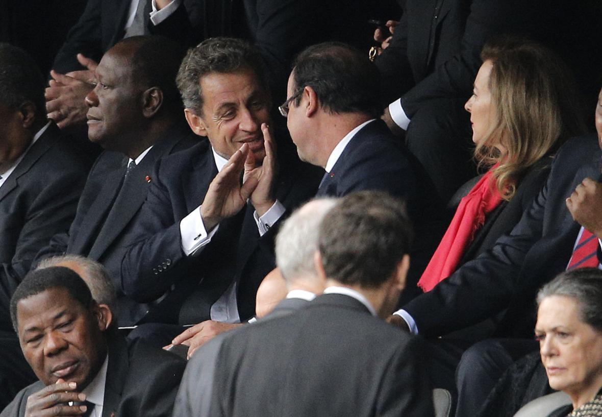 Sarkozy a Hollande na rozloučení s Mandelou