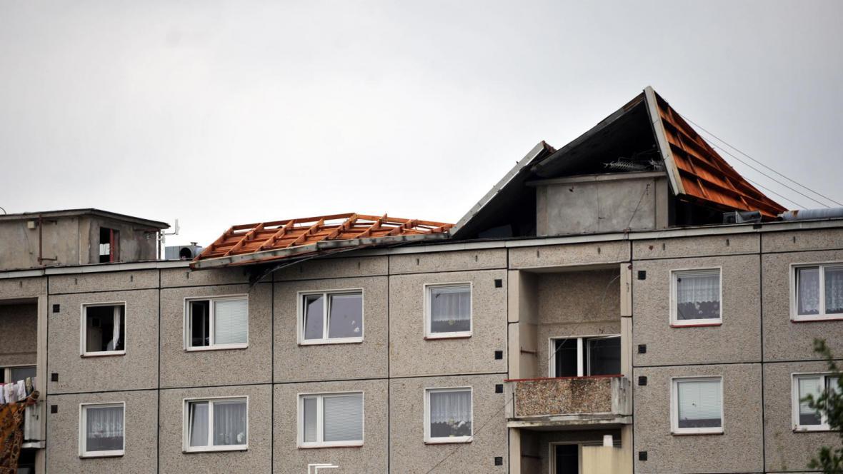 Utržená střecha v Chrudimi