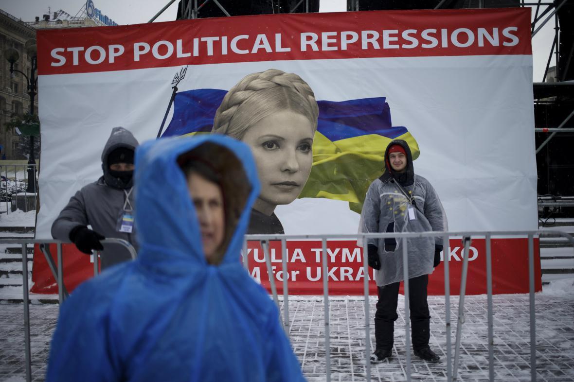 Nespokojení Ukrajinci zůstávají na náměstí Nezávislosti