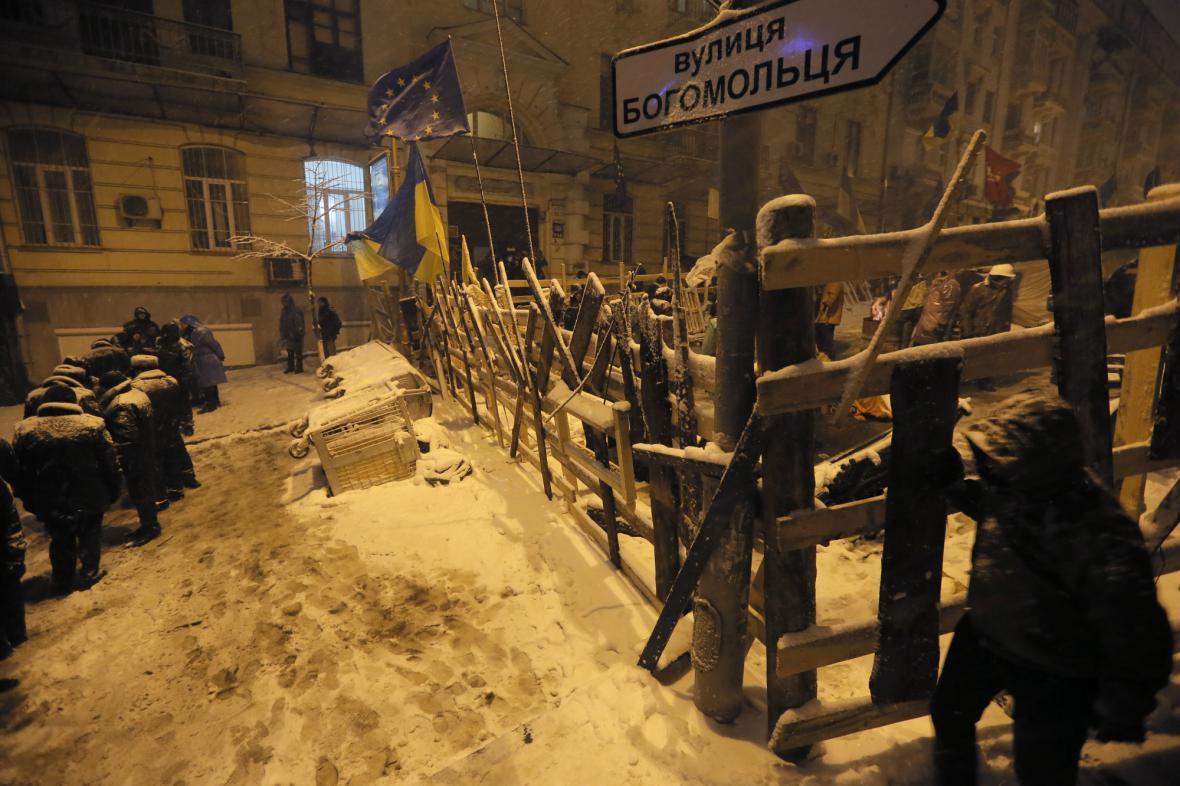 Tábor proevropských demonstrantů ve vládní čtvrti Kyjeva