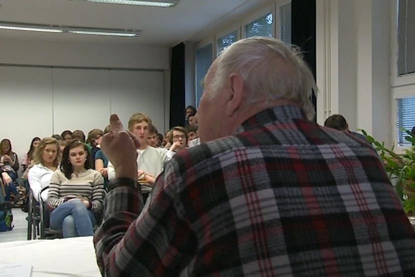 Na besedu se studenty dorazil i bývalý politický vězeň