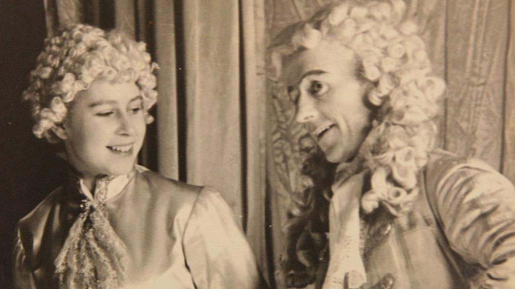 Fotografie z pantomimického představení královny Alžběty