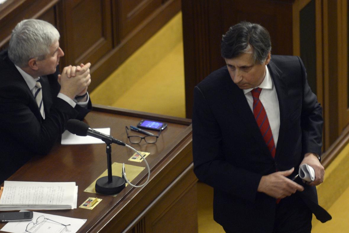 Jiří Rusnok a Jan Fischer při jednání ve sněmovně