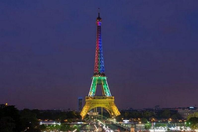 Eifelovka se přebarvila do barev jihoafrické vlajky