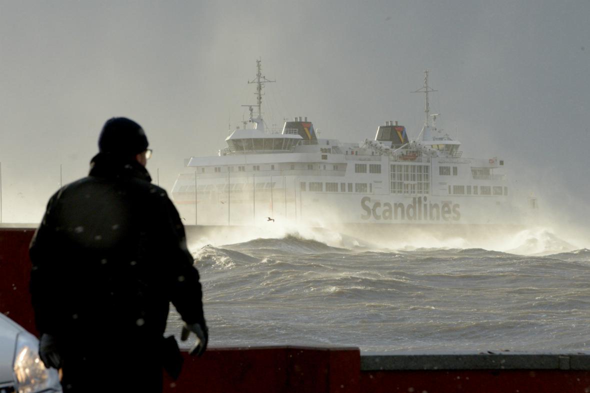 Rozbouřené moře u pobřeží Švédska