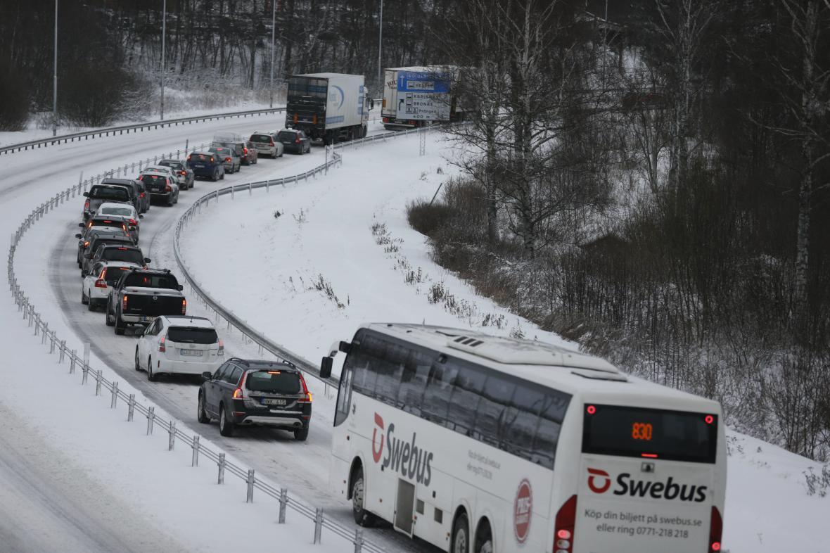 Sněhová bouře způsobila ve Švédsku kolaps dopravy