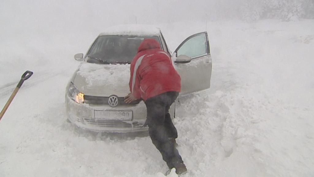 Sníh na některých místech komplikuje i dopravu