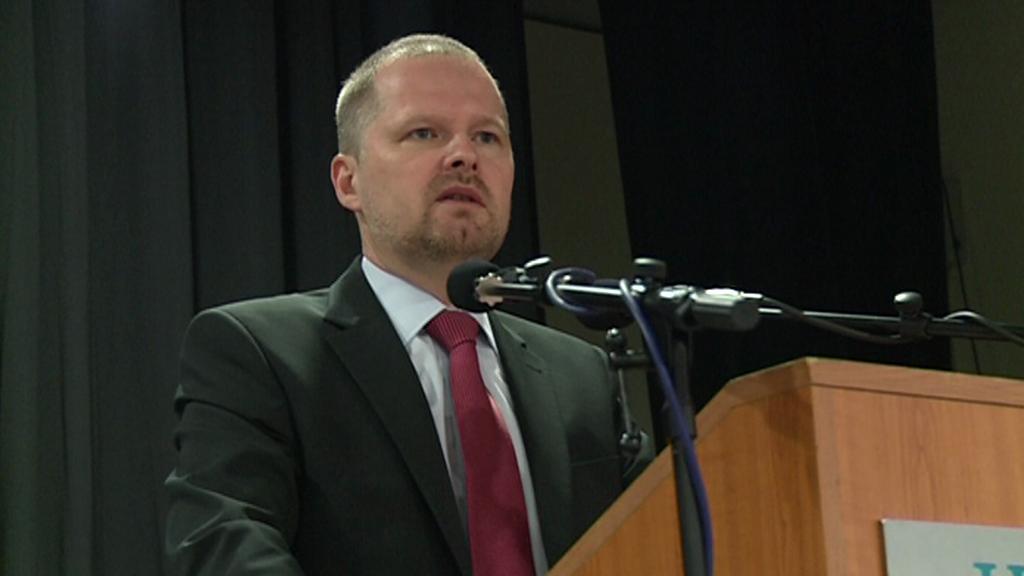 Ministr školství Petr Fiala