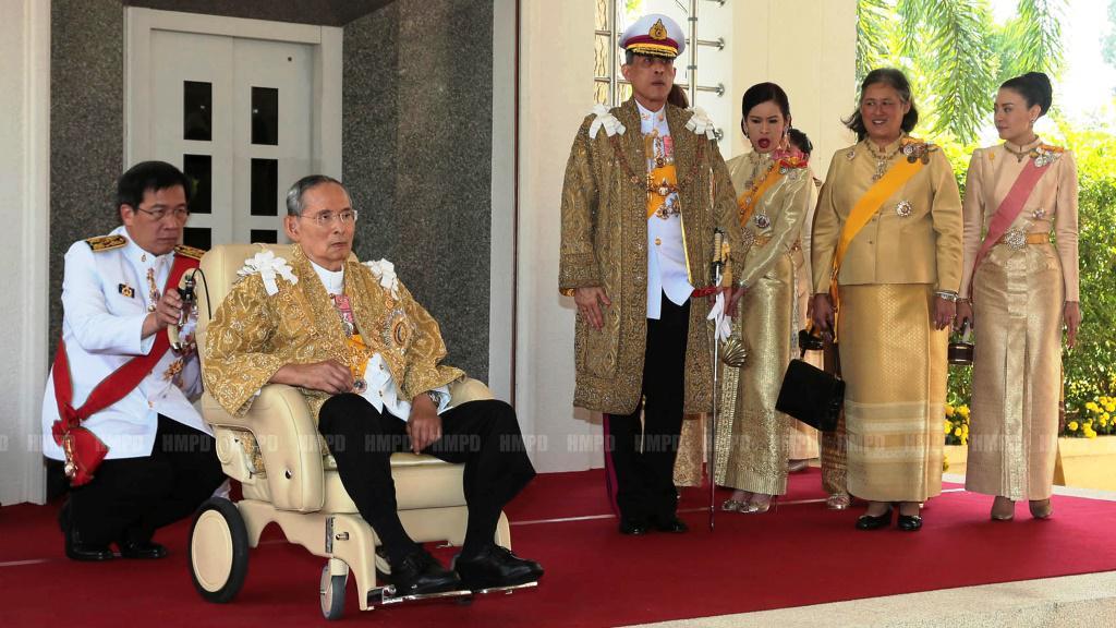 Thajský král s rodinou