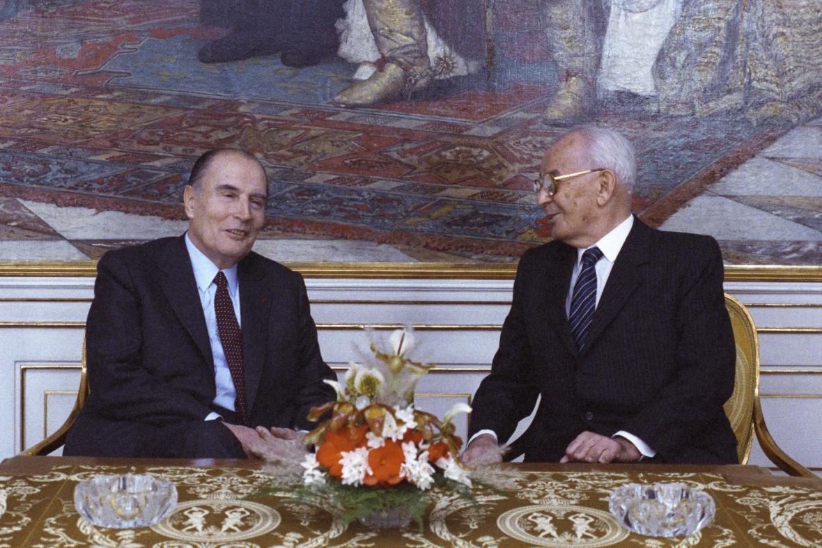 Francois Mitterrand a Gustáv Husák