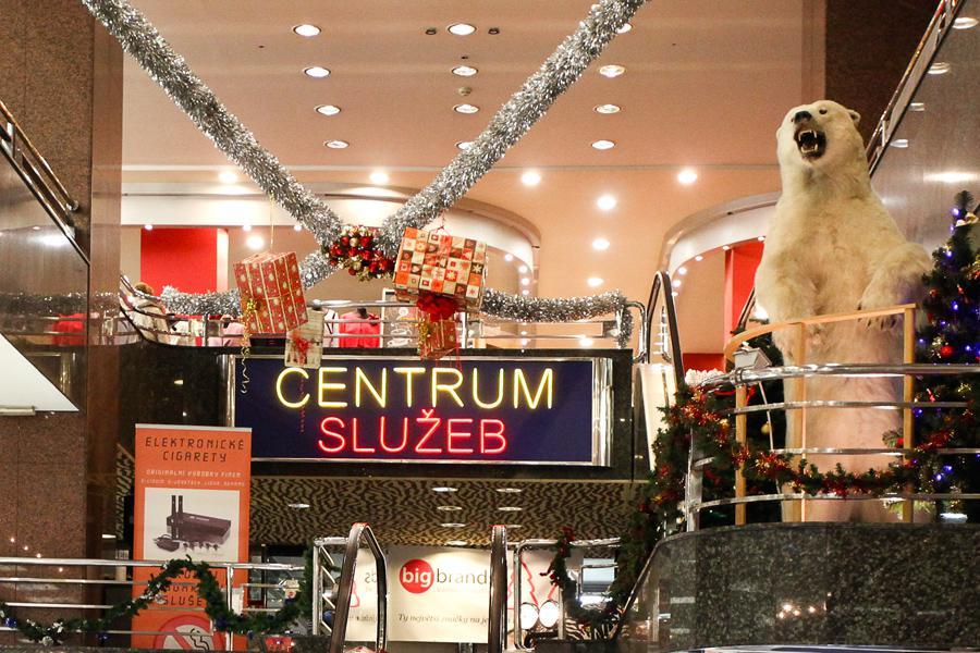 Vánoční výzdoba obchodního domu Bílá Labuť