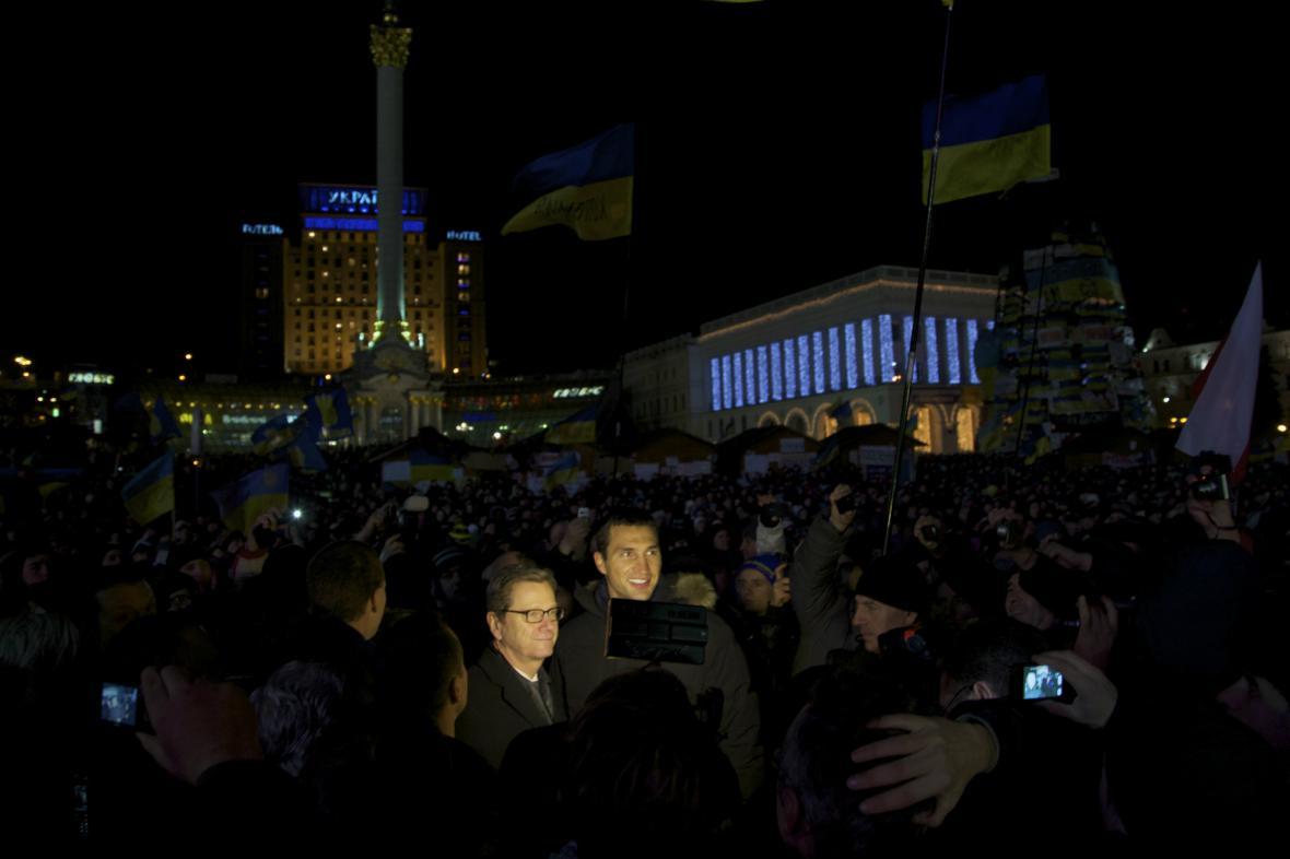 Westerwelle mezi demonstranty v centru Kyjeva