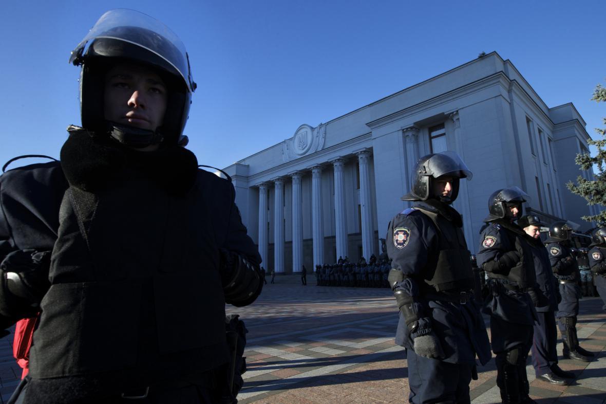 Protestující v centru Kyjeva
