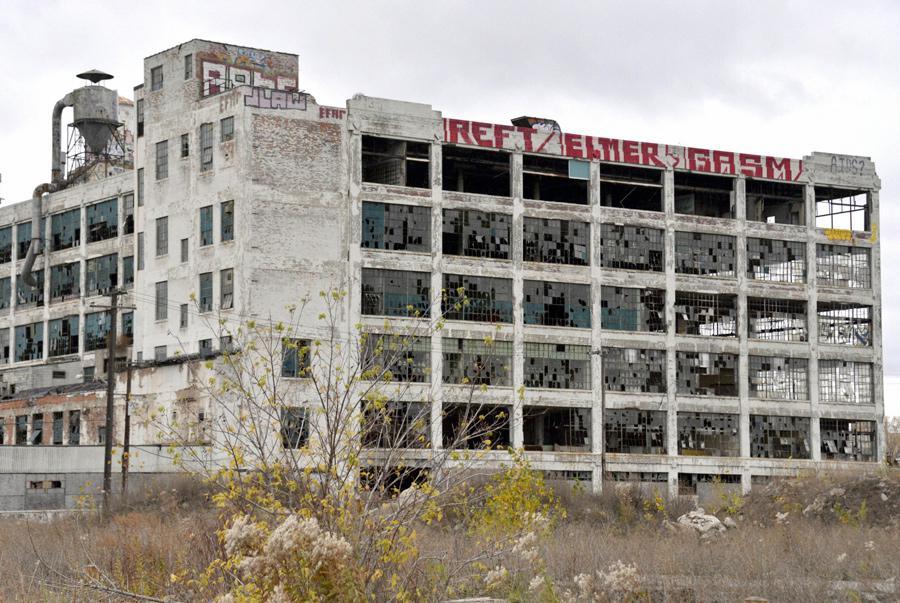 Detroit - opuštěná továrna