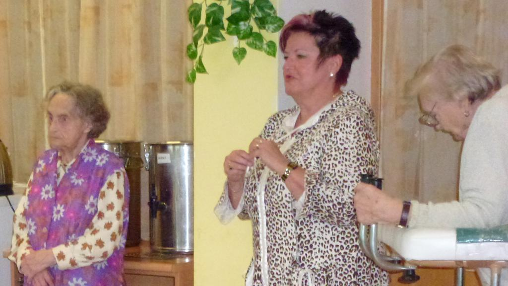 Hana Ježková s klientkami Domova Sluníčko