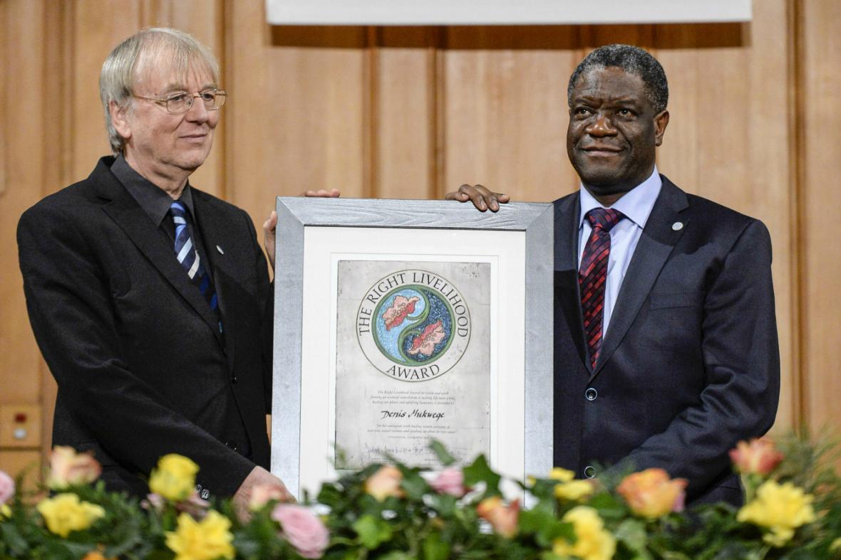 Konžský lékař Denis Mukwege přebírá alternativní Nobelovu cenu