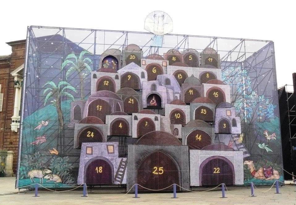 Adventní kalendář na turínském náměstí