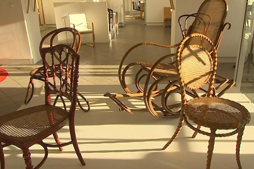Židle z ohýbaného dřeva