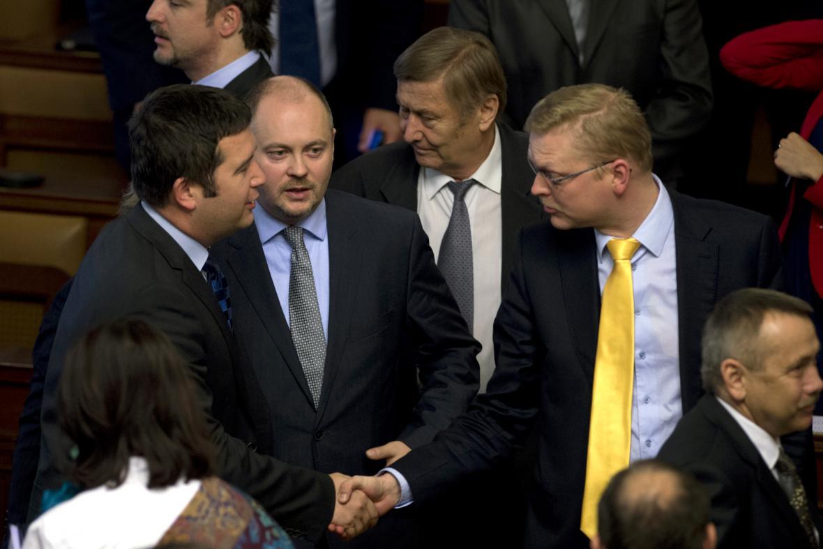 Jan Hamáček (ČSSD), Michal Hašek (ČSSD) a Pavel Bělobrádek (KDU- ČSL)