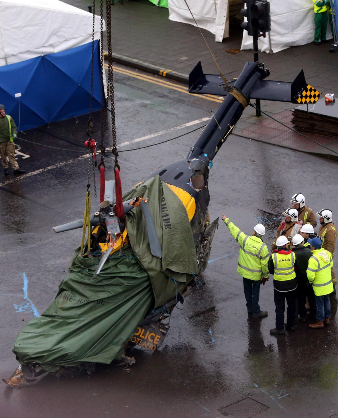 Vrak vrtulníku, který v pátek havaroval v Glasgow