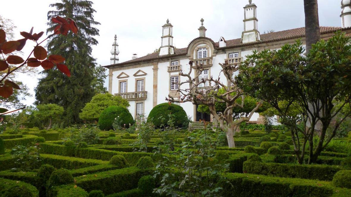 Case de Mateus při pohledu ze zahrad