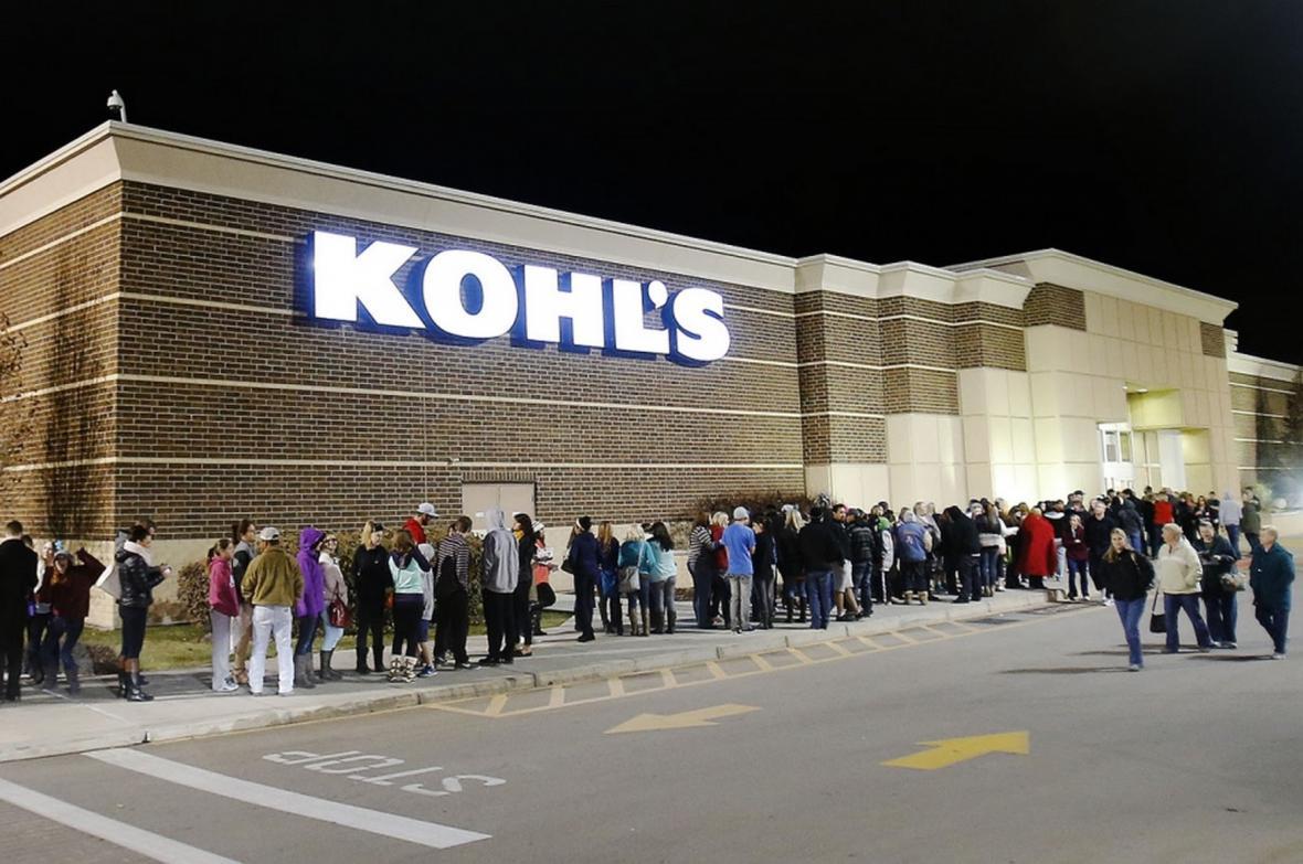 Na otevření obchodu dokonce čekají lidé ve frontách