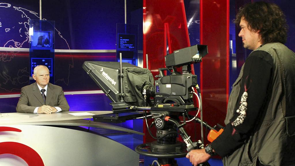 Milan Kňažko jako ředitel televize Joj