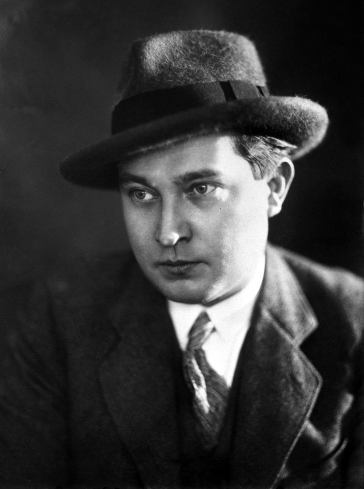 Jaroslav Seifert v roce 1930