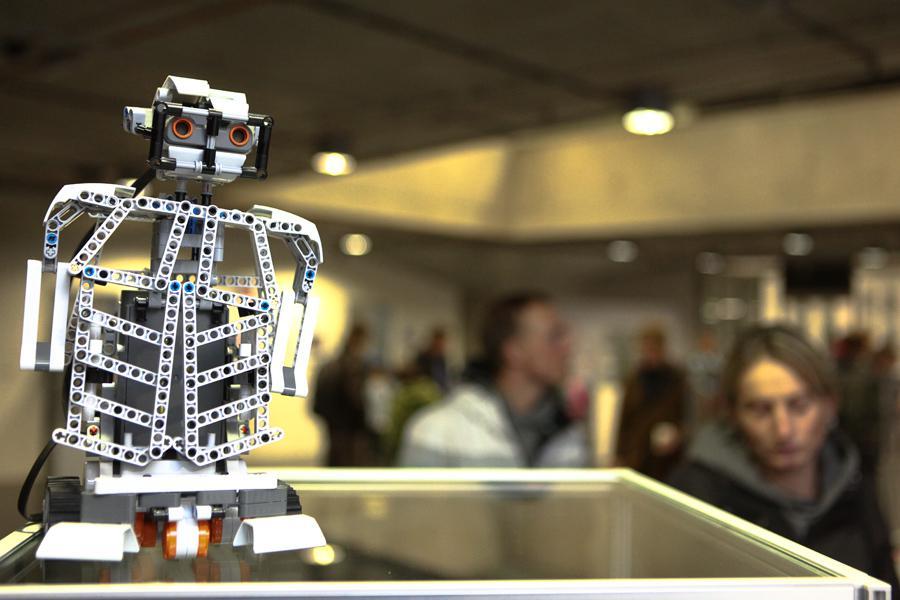Festival robotů CAFE NEU ROMANCE 2013
