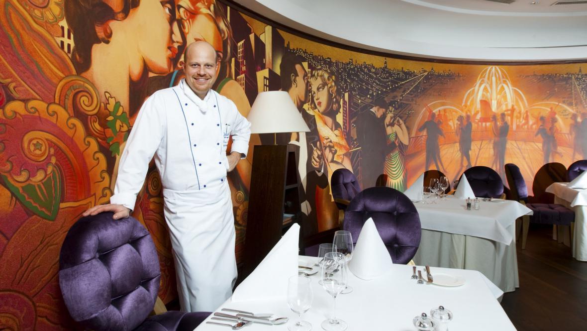 Roman Paulus ve své restauraci Alcron