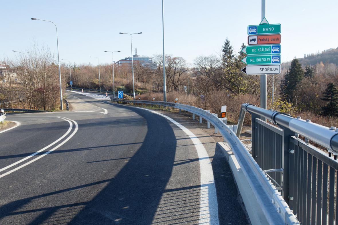 Nájezd z ulice Ke Garážím k dálnici D1