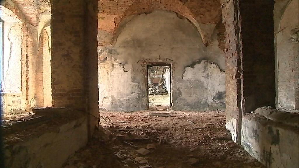 Chátrající zámek v Dlouhé Loučce na Olomoucku