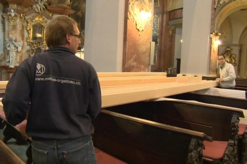 Dnes do Brna dorazily dřevěné díly varhan