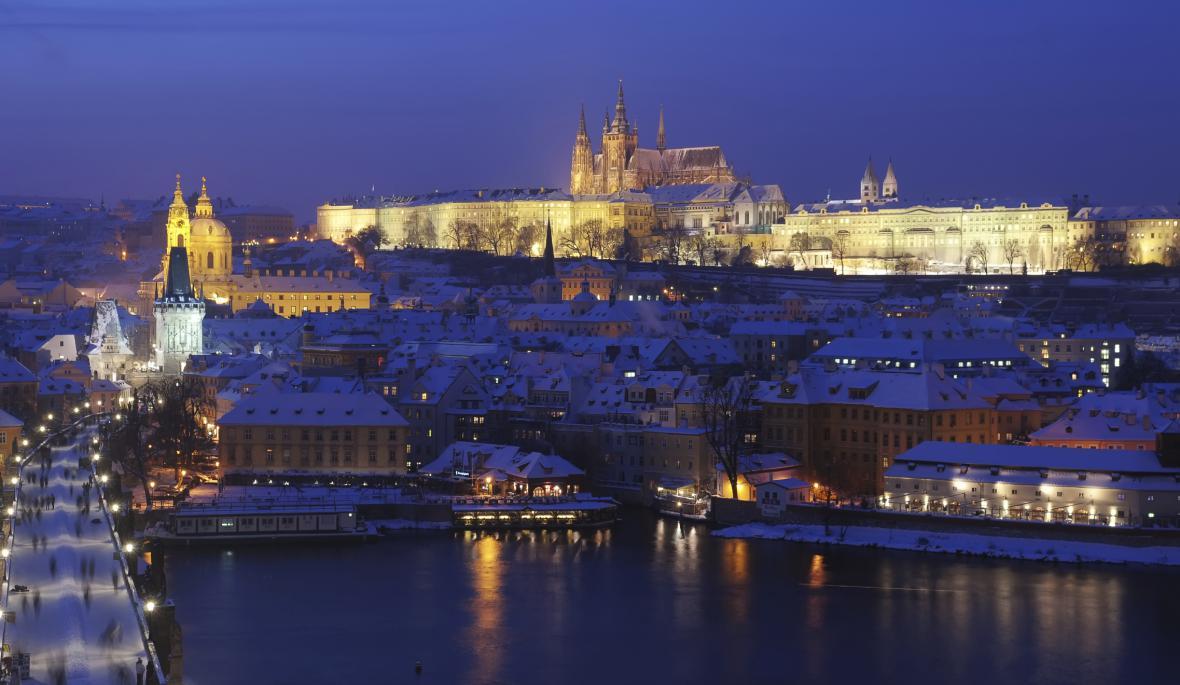 Praha - nádherná architektura je pod vrstvou sněhu ještě krásnější
