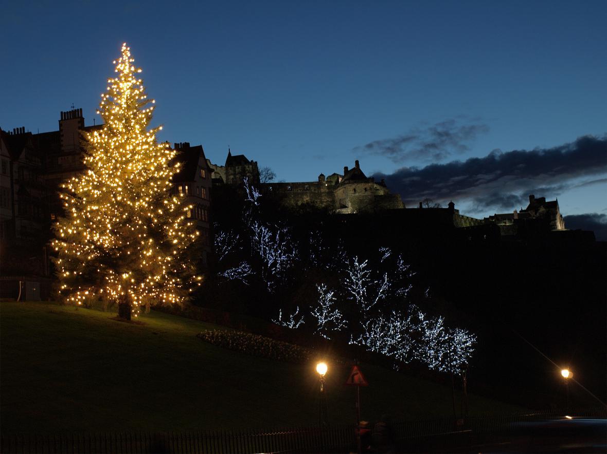 Edinburgh, Skotsko – město je okouzlující celý rok, v zimě je ovšem dechberoucí