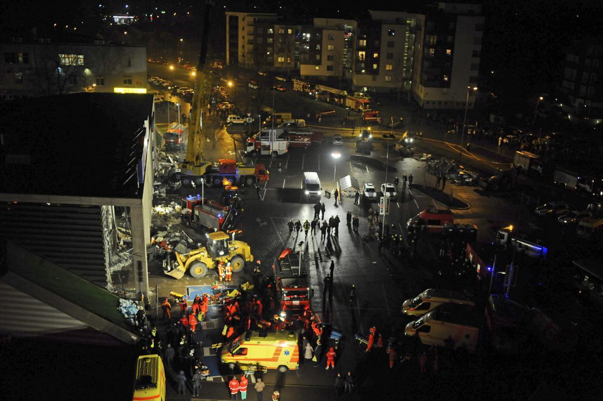 V Rize se zřítila střecha obchodu