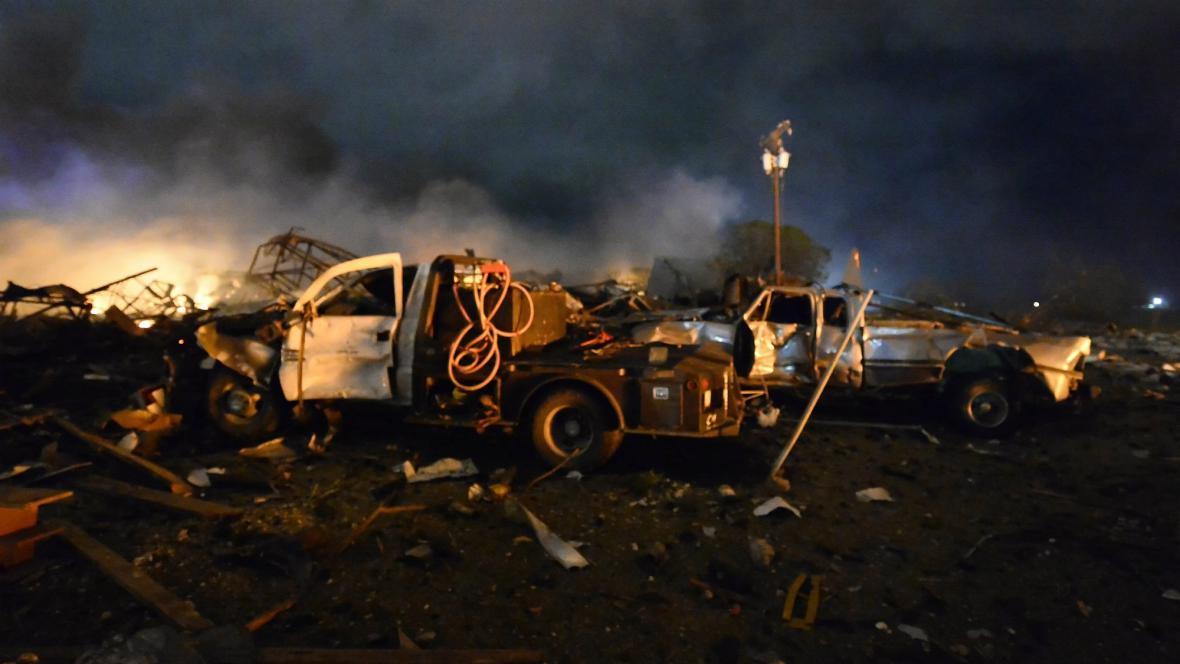 Výbuch továrny na hnojiva v Texasu