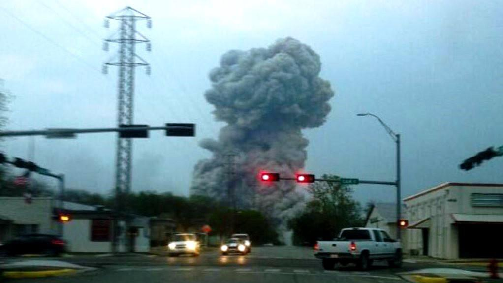 Výbuch v texaské továrně na hnojiva