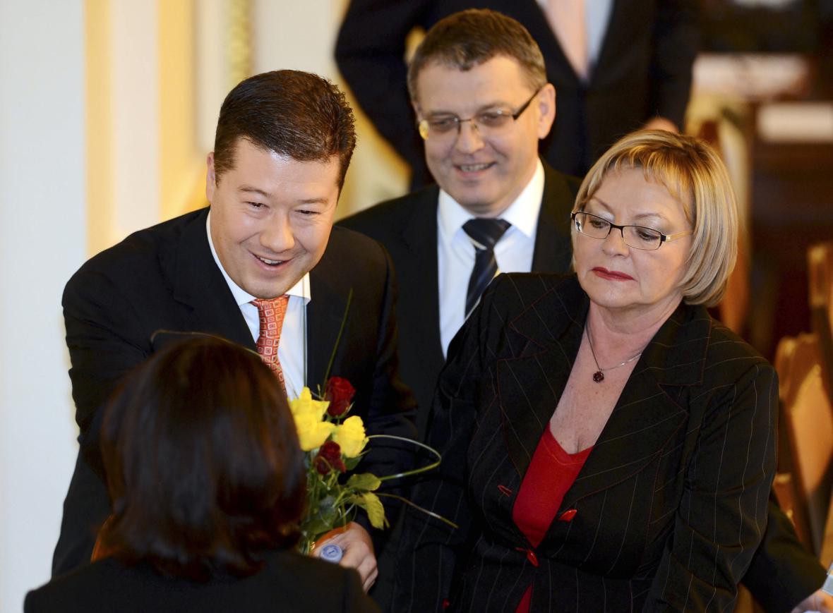 Zleva poslanci Tomio Okamura (Úsvit) a Lubomír Zaorálek (ČSSD) na ustavující schůzi Poslanecké sněmovny