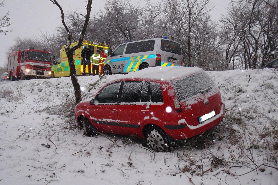 Sníh způsobil ve Zlínském kraji řadu nehod