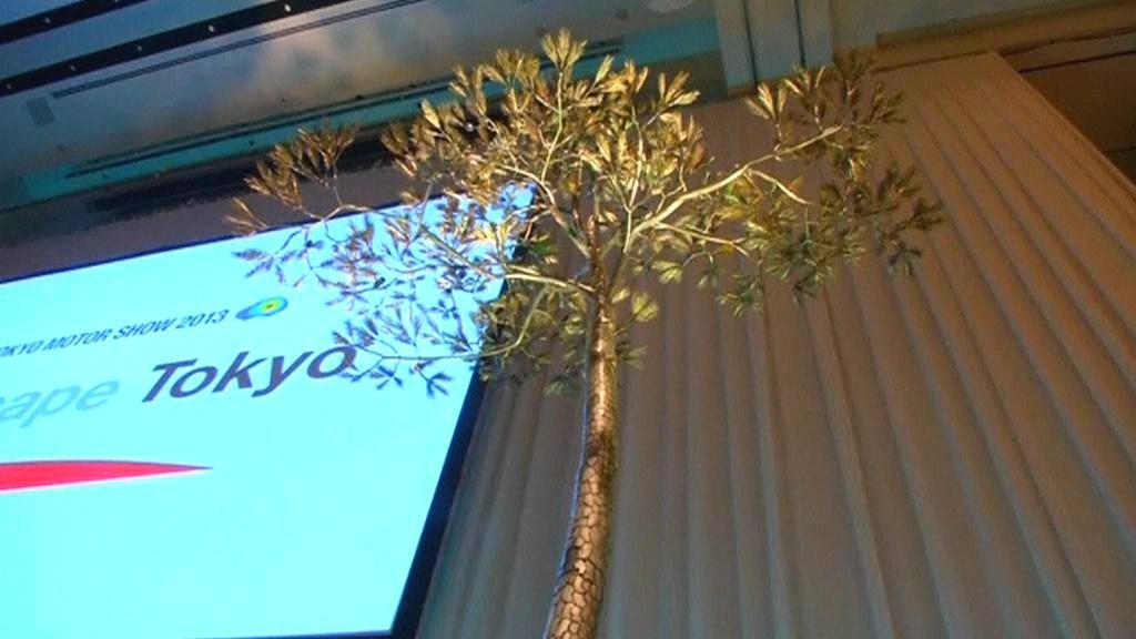 Kovová borovice jako symbol naděje