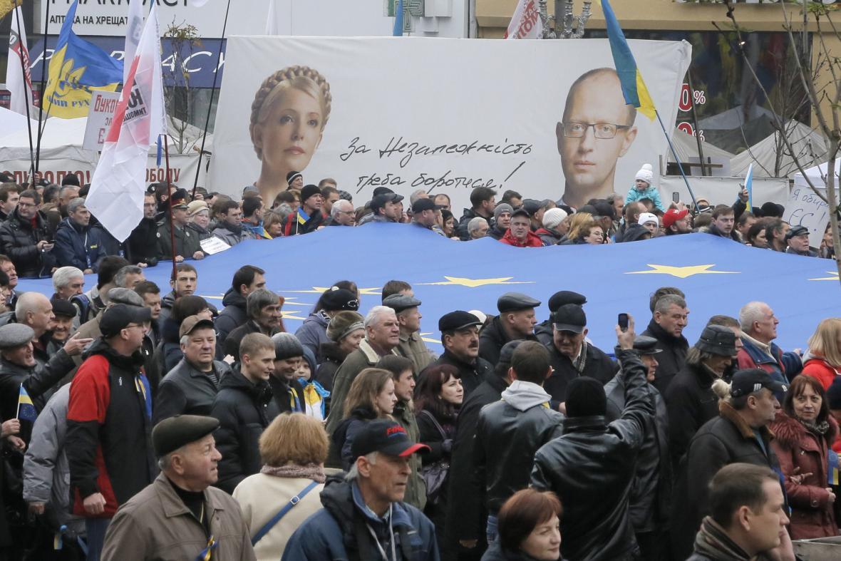 """Demonstrace """"Za evropskou Ukrajinu"""" v ulicích Kyjeva"""